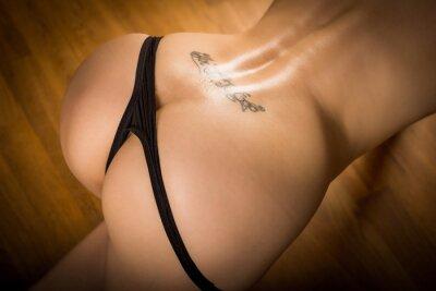 Plakat kobieta - pół nagie, piękne, mokre pośladki i plecy