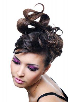 Plakat kobieta z mody Fryzura i jasny makijaż stylowy