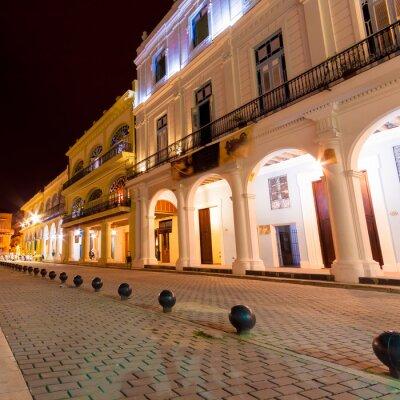 Plakat Kolonialne budynki w Starej Hawanie w nocy