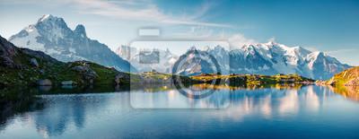 Plakat Kolorowe lato panorama jeziora Lac Blanc z Mont Blanc (Monte Bianco) na tle