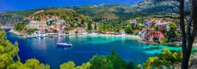 Plakat Kolorowe serie Grecja - Assos kolorowe z pięknym zatoce. Wyspa Kefalonia