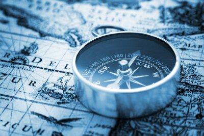 Plakat Kompas na mapie rocznika
