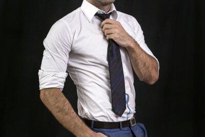 Plakat Koncepcja człowieka trzyma krawat