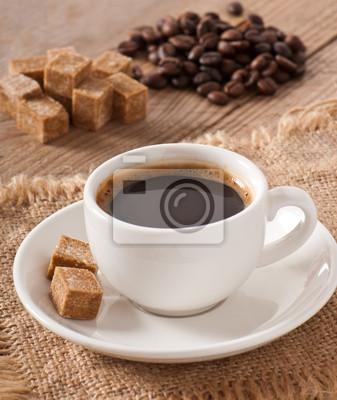 Kostki brązowy cukier i kawę