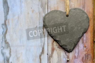 Plakat Kształt serca puste łupków shabby chic znak wiszący na niebieskim wyblakły malowane przelaną doo