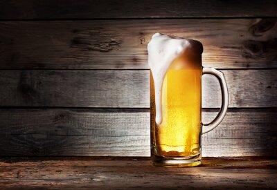 Plakat Kubek z lekkiego piwa z pianką