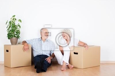 Plakat lachendes älteres Paar beim umzug