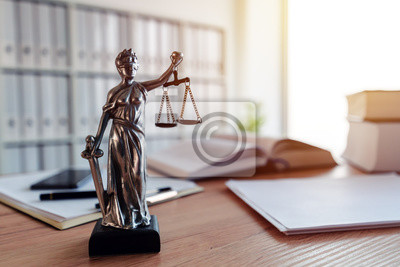 Plakat Lady Justice statue in law firm office