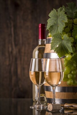 Plakat Lampki wina z butelki baryłkę i winogron