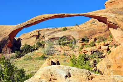 Landscape Arch w Arches National Park USA.