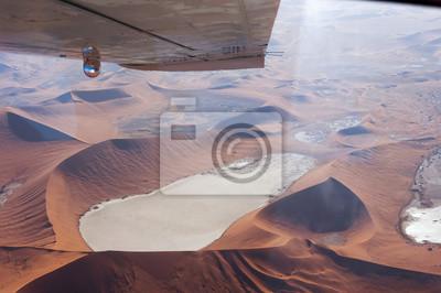 Plakat Latanie nad Dead Vlei, Sossusvlei, Namibii; Aerial view of the Dead Vlei, koncepcja dla podróży w Afryce