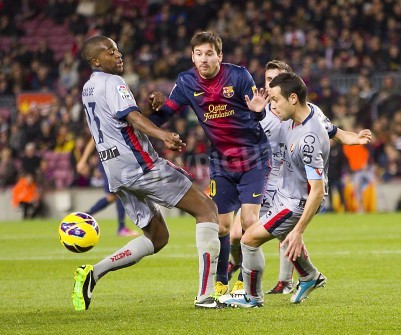 Plakat Lionel Messi FCB w akcji na meczu Ligi Hiszpańskiej pomiędzy FC Barcelona i Osasuna, końcowy wynik 5 - 1, w dniu 27 stycznia 2013 roku w Barcelonie, Hiszpania