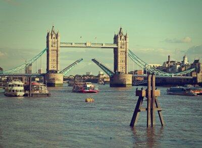 Plakat London UK, Tamiza. Podniesiona, aby umożliwić turystycznego statku. Retro Movie