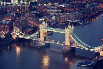 Plakat Londyn w nocy z architektury miejskiej i Tower Bridge