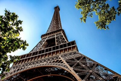 Plakat Low Angle View Of Eiffel Tower Against Blue Sky