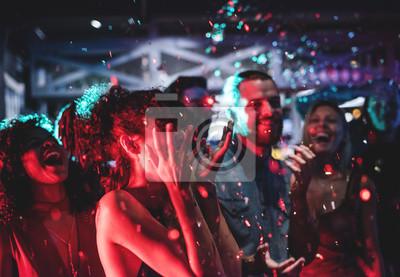 Plakat Ludzie cieszą się imprezą