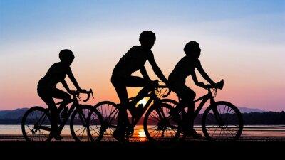Plakat Ludzie na rowerze na plaży