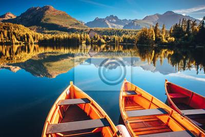 Plakat Majestatyczne górskie jezioro