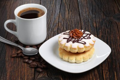 Plakat Małe okrągłe ciasto z kremem czekoladowym