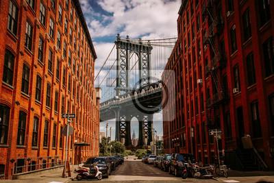 Plakat Manhattan bridge seen from a Washington Street in Brooklyn street in perspective