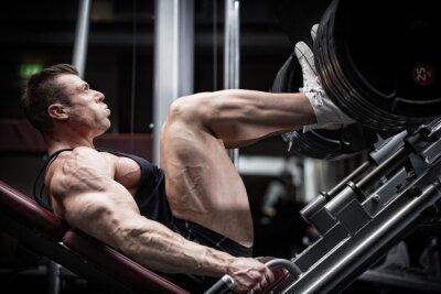 Plakat Mann im Fitness Studio beim Training Beinpresse