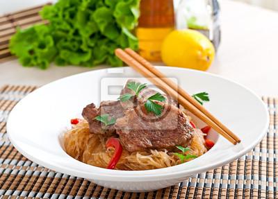Medaliony wieprzowe w sosie ostrygowym z makaronem