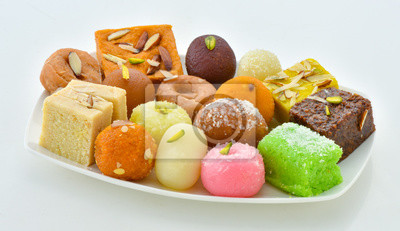 Plakat Mix Sweets in Dish, A large variety of Pakistani Mithai