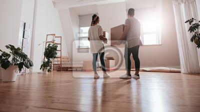Plakat Młoda para przeprowadzki w nowym domu