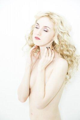 Plakat Młoda piękna naga kobieta na białym tle