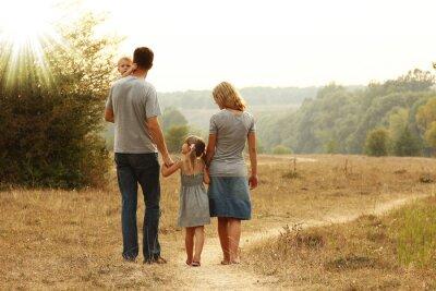 Plakat Młoda rodzina na charakter