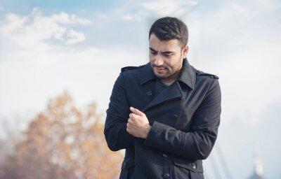 Plakat Młody mężczyzna w płaszczu