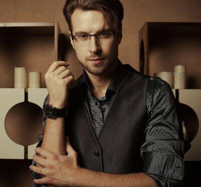 Plakat Moda Człowiek w luksusowym nowoczesnym wnętrzu