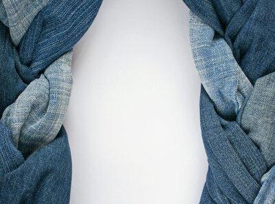 modnej ramki z dwóch stylowe warkocze i plecionki po bokach niebiesko splecione genoway tkaniny na białym tle drewniane