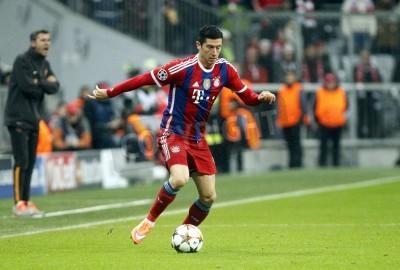 Plakat Monachium, Niemcy - 05 listopada: Robert Lewandowski podczas Ligi Mistrzów pomiędzy Bayernem Monachium i AS Roma na Allianz Arena 05 listopad 2015 Monachium, Niemcy