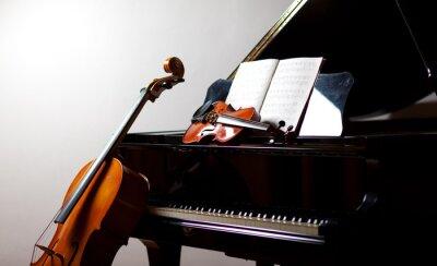 Plakat Muzyki klasycznej koncepcji: wiolonczela, skrzypce, fortepian i wynik