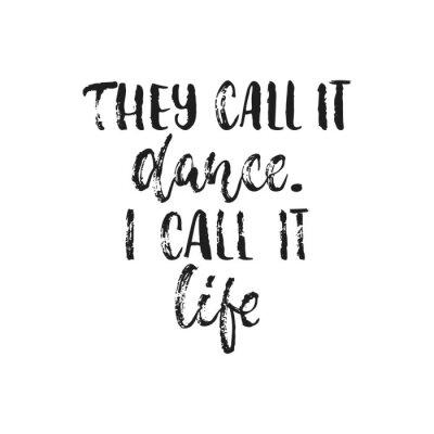 Plakat Nazywają to tańcem. Nazywam to życiem. - wyciągnąć rękę taniec cytat cytatem wyizolowanych na białym tle. Szczotka na szczoteczki do nakładania zdjęć, karty okolicznościowe lub koszulki, projekt plaka
