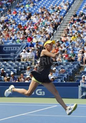 Plakat NEW YORK - 25 sierpnia: tenisistka Agnieszka Radwańska w pierwszym meczu rundy US Open 2014 w Billie Jean King Narodowego Tennis Center 25 sierpnia 2014 w Nowym Jorku