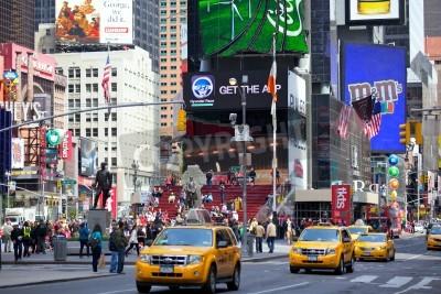 Plakat NEW YORK CITY -Apr 30 Times Square, z teatrów na Broadwayu i animowanych znaki LED, to symbol Nowego Jorku i Stanów Zjednoczonych, 30 kwietnia 2012 w Manhattan, Nowy Jork