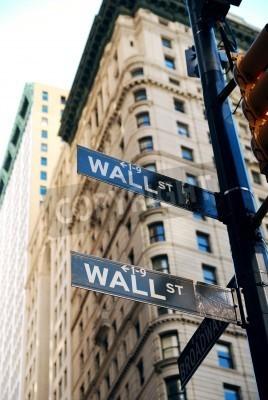 Plakat New York City Wall Street znak drogowy w centrum Manhattanu z drapaczami chmur.