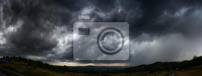 Plakat niebo z ciemnymi chmurami burzowymi