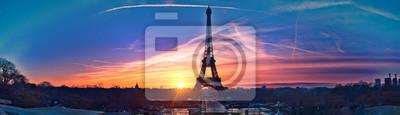 Plakat Niesamowita panorama Paryża bardzo wcześnie rano, w tym Wieża Eiffla