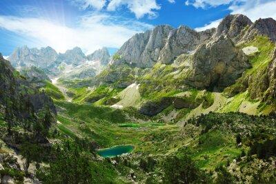 Plakat Niesamowity widok górskich jezior w Alpach albańskich