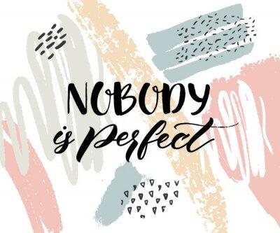 Plakat Nikt nie jest idealny. Inspirujące cytaty, napisy kaligrafii na abstrakcyjne tekstury z pociągnięciem farby.