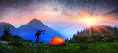 Plakat noc rowerzysta