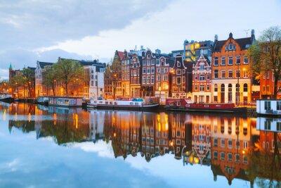 Plakat Nocny widok na miasto z Amsterdamu w Holandii
