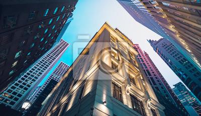Plakat Nowoczesne handlowych budynku w nocy