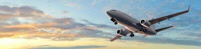 Plakat Nowoczesny samolot pasażerski lot w zachód słońca panoramy