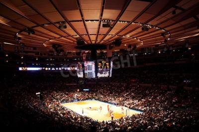 Plakat Nowy Jork, USA - 08 grudzień 2010: widok panoramiczny mecz NBA New York Knicks vs Toronto Raptors w Madison Square Garden