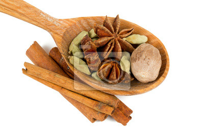 Plakat nutmeg, cinnamon, cardamom and star anise isolated on white