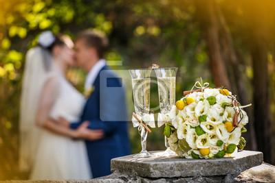80a46ce0fd Plakat Obrączki ślubne z róż i kieliszki szampana na wymiar • złoto ...